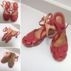 🎈CLARKS Artisan True Red Leather Wedge Sandals🎈